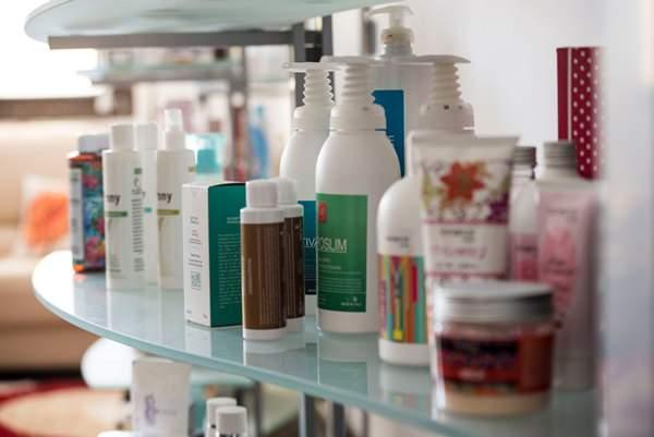 Flaconi di cosmetica naturale e saponi