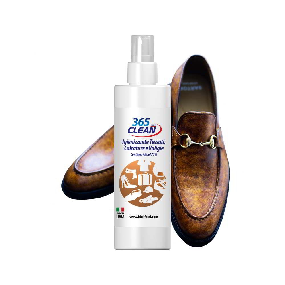 Igienizzante spray per scarpe e tessuti.